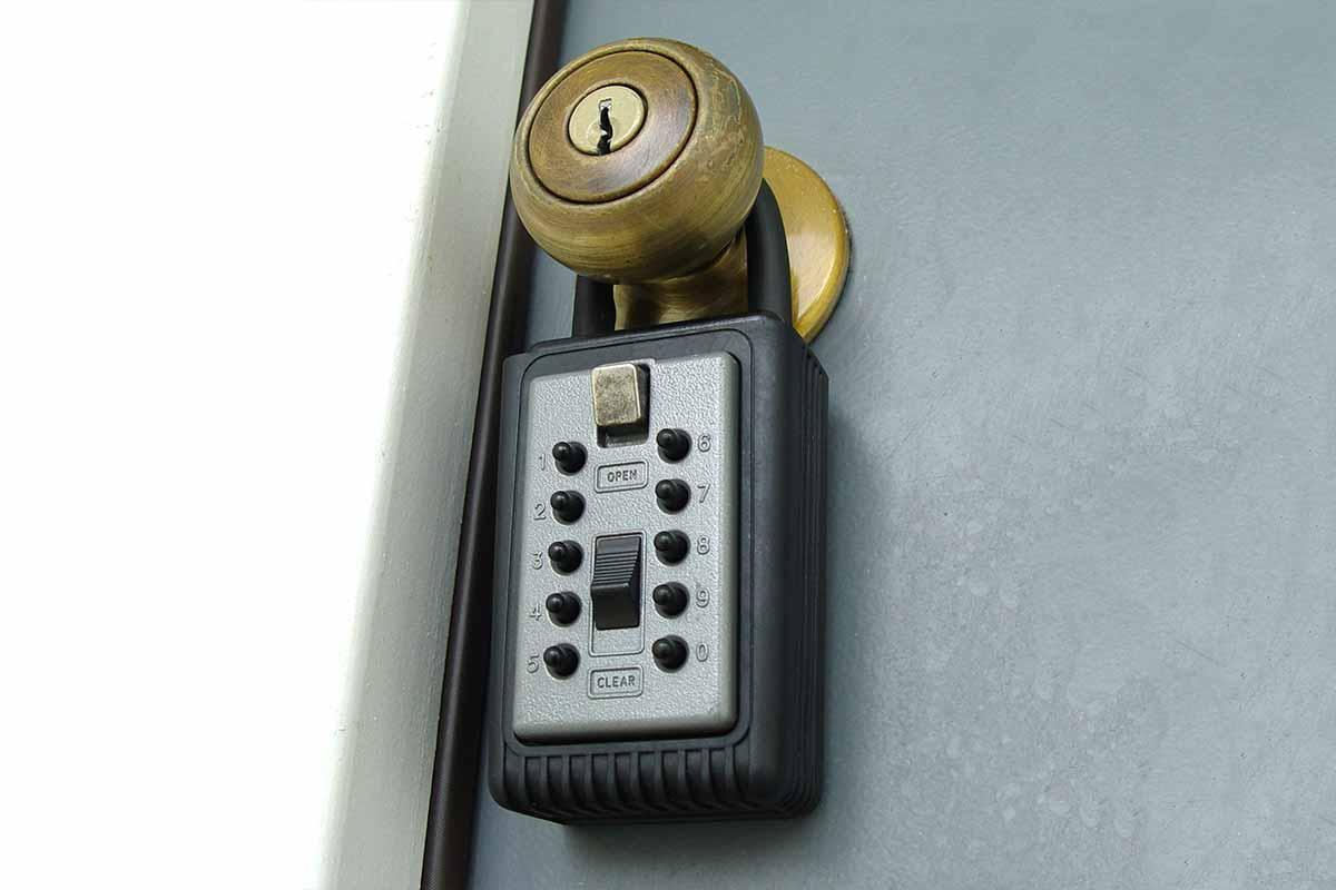 Real Estate Lock Box Remove